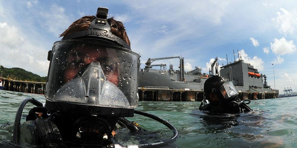 В порту Лос-Анджелеса упал и затонул вертолет