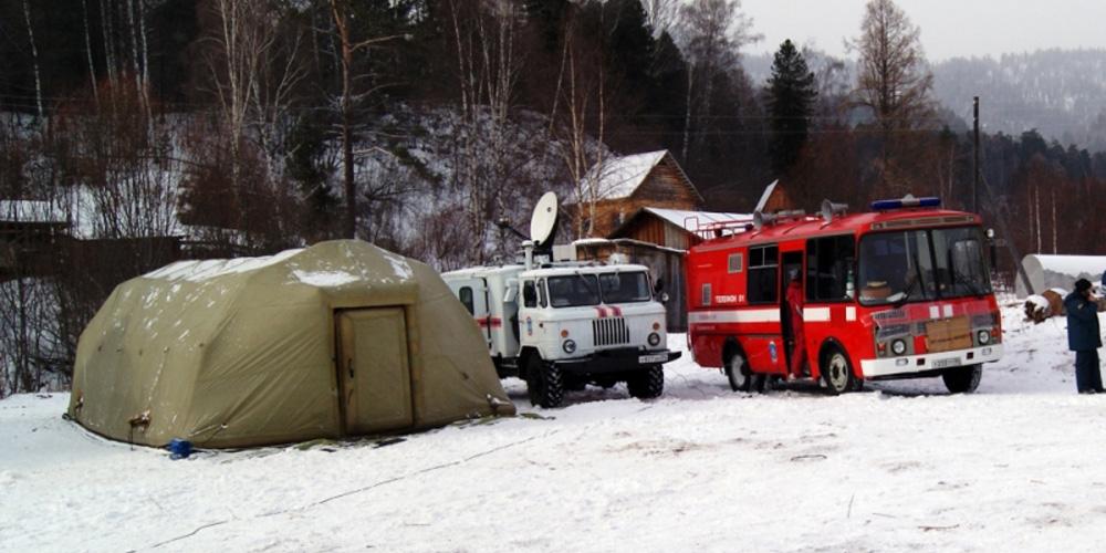 Экстренные службы обнаружили обломки вертолета на озере Телецкое